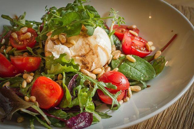 🌟YES- Thijs heeft een nieuwe menukaart! Er is vol passie gewerkt aan onze nieuwe menukaart vol met seizoensgebonden en terugkerende gerechten. Kom je snel langs?🍴😋 #newmenu #etenbijthijs #burrata #salad
