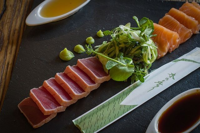 Niks lekkerder dan de maandag middag te beginnen met sashimi... HAPPY MONDAY⭐️ Check our full menu online: http://www.thijsbydikkerenthijs.nl/menu/ 🍴#thijsbydikkerenthijs #amsterdam #sashimi #prinsengracht #etenbijthijs #newmenu