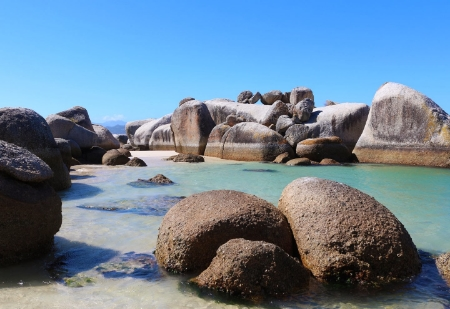 Tranquil Boulders Beach in Simons Town.