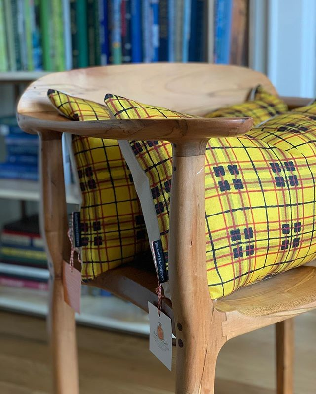 Tartan💛  #tartan #fabric #textiledesign #libecolinen #originalartwork #pillows #homeaccessories #interiordesign #popofcolor #carriercollective #angiecarrierart #madeinusa #linen