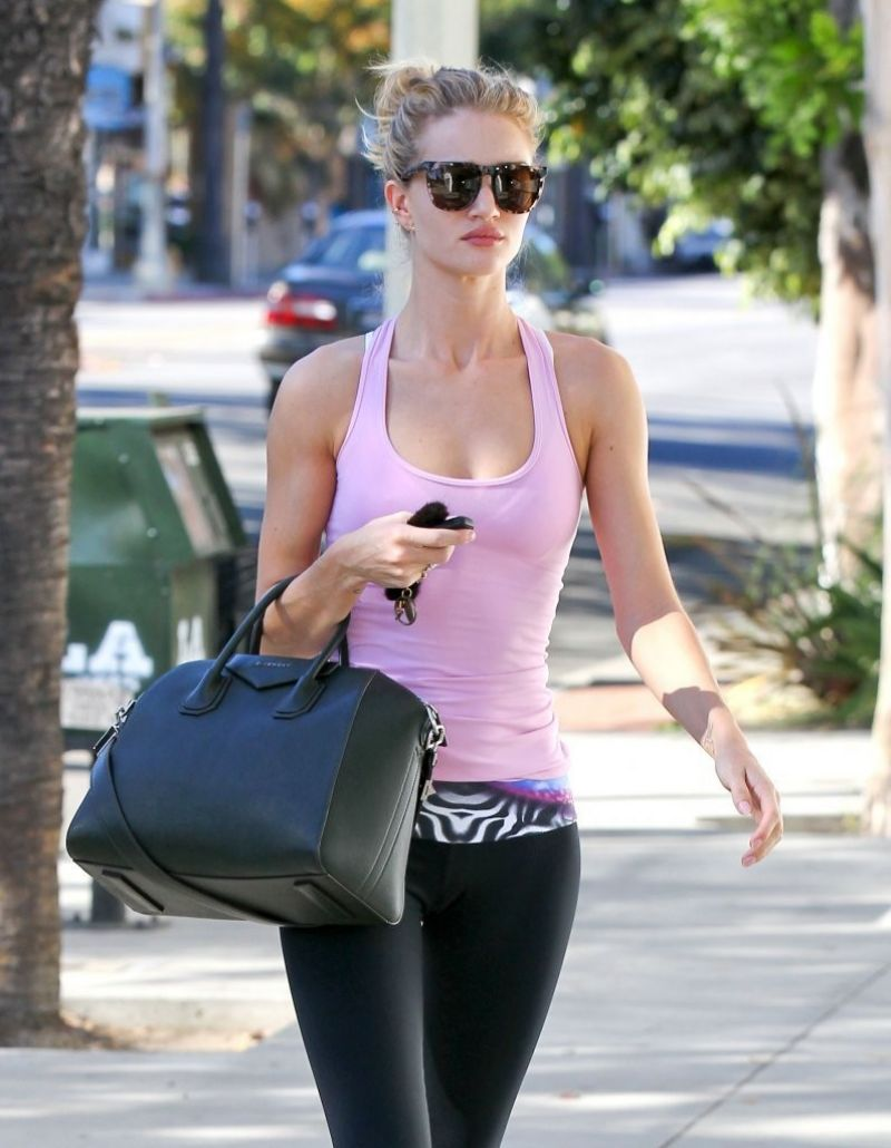 rosie-huntington-whiteley-gym-style-arriving-at-the-gym-in-los-angeles_1.jpg