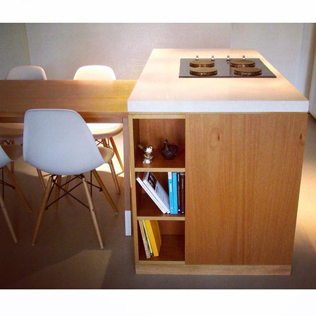Kitchen maure apartment #kitchen #jequetiba #stonequartz #eameschair #dsw #modernkitchen