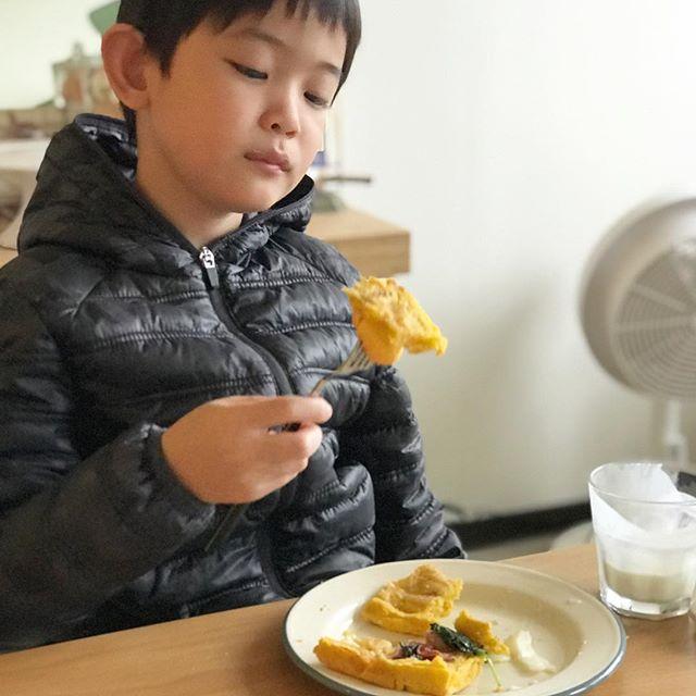 是叛逆少年嗎?🤨 好好的早餐被他吃的狠苔戈⋯ 🔥🔥🔥🔥
