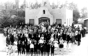 FRIENDLY CENTER'S DEDICATION CEREMONY IN 1924.