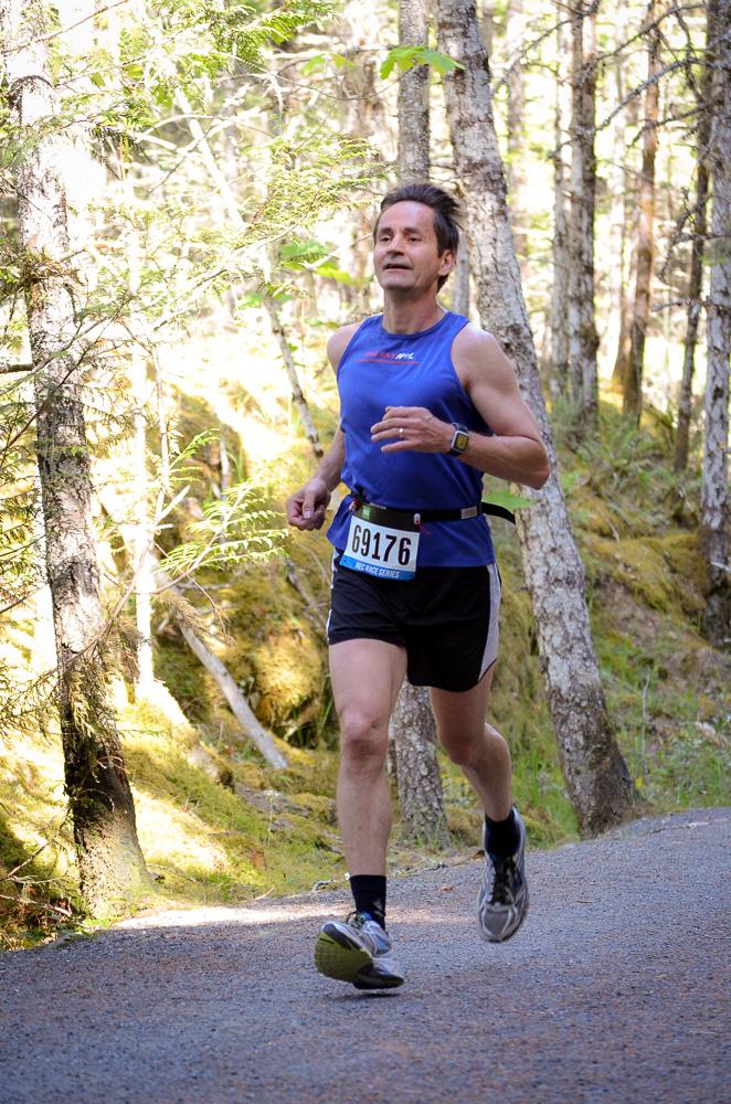 Claude racing the MEC Tape Breaker 10km - June 2015