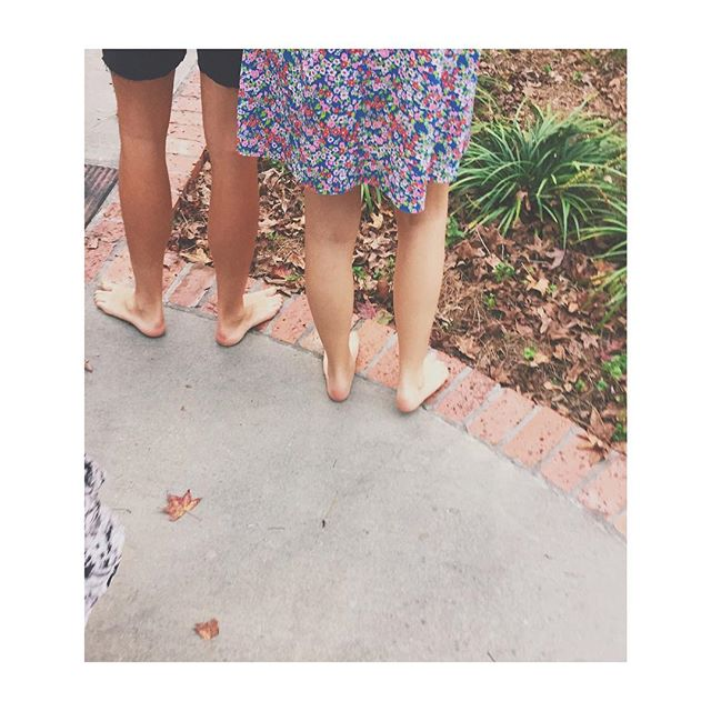 bare legs, bare feet #southernvacation  #siblings #lovethem ✨☀️👌🏽