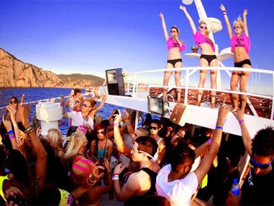 pukka-up-boat-party-ibiza-3.jpg