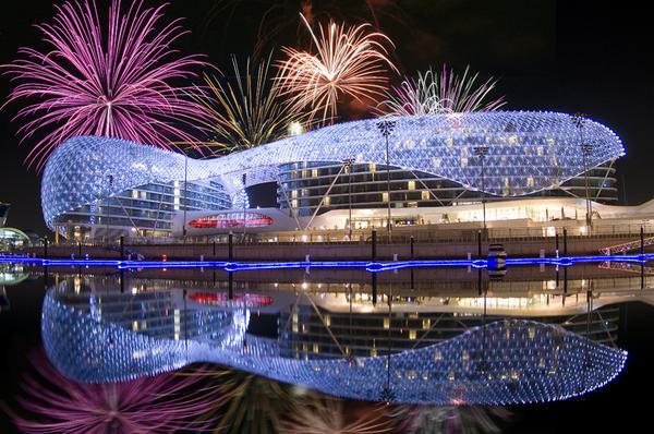 中東的建築奇蹟,是世界上最大的LED項目。