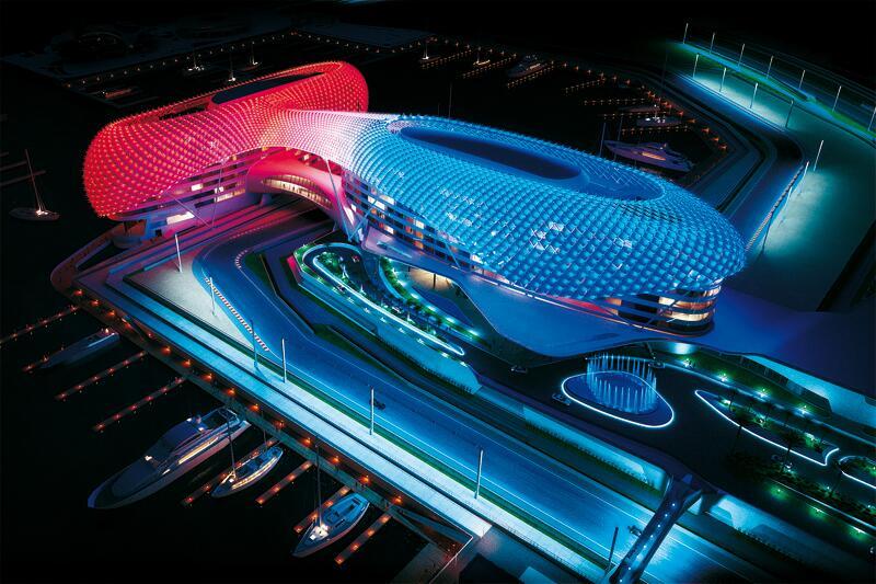 這個佔地面積達85,000平方米的500間客房的主要設計吸引力是曲線網格外殼,覆蓋超過5,300個菱形鋼板,包含近5000個RGBW LED燈具,由RDM協議控制。