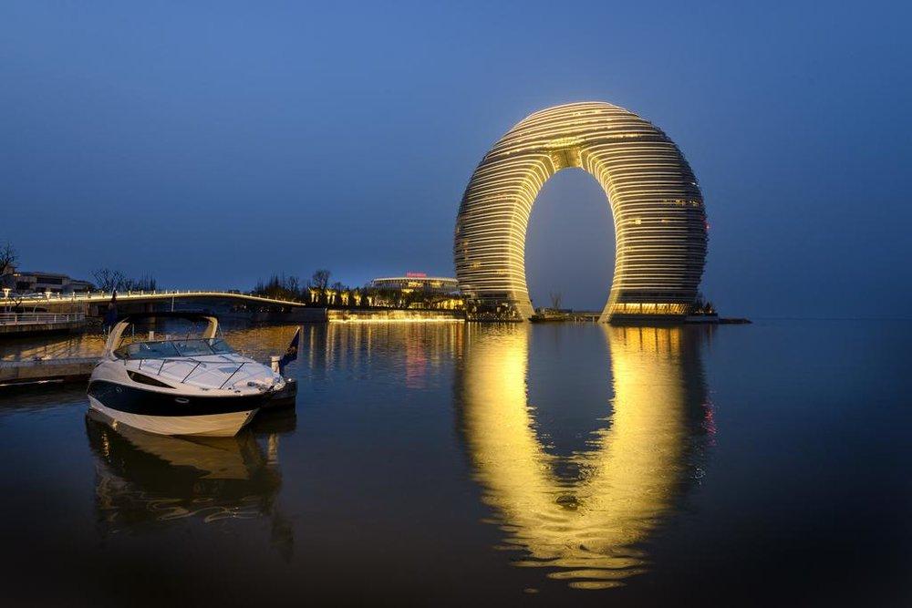 LED燈,LED立面,環形建築,可持續建築。 設計是基於統一和無限的理念。