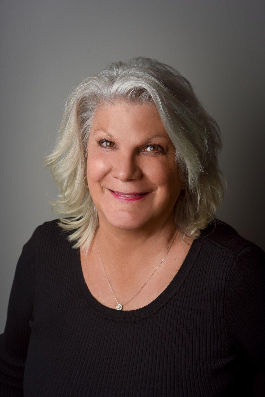 Julie Pryseski Headshot 2018.jpeg