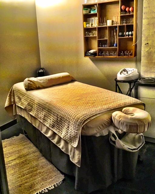 Massage & Skincare Table
