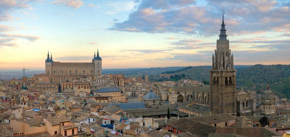 Toledo_Skyline_Panorama,_Spain_-_Dec_2006 (1).jpg