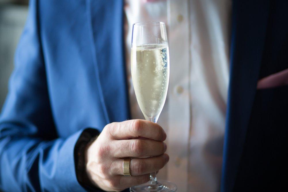 Optimized-alcohol-anniversary-beverage-1121331.jpg