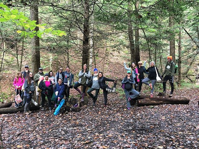 Our fun (and frigid) yoga hikers! Thanks to Jackie for a great hike and class. 🌳