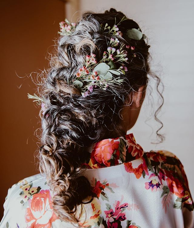 The finished style for this beautiful desert bride. Photo by @melissagayleweddings