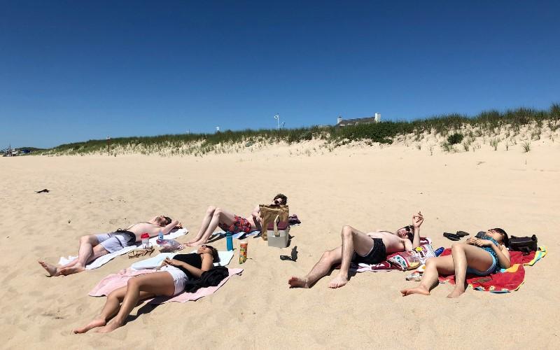 Pianists sunbathing.jpg