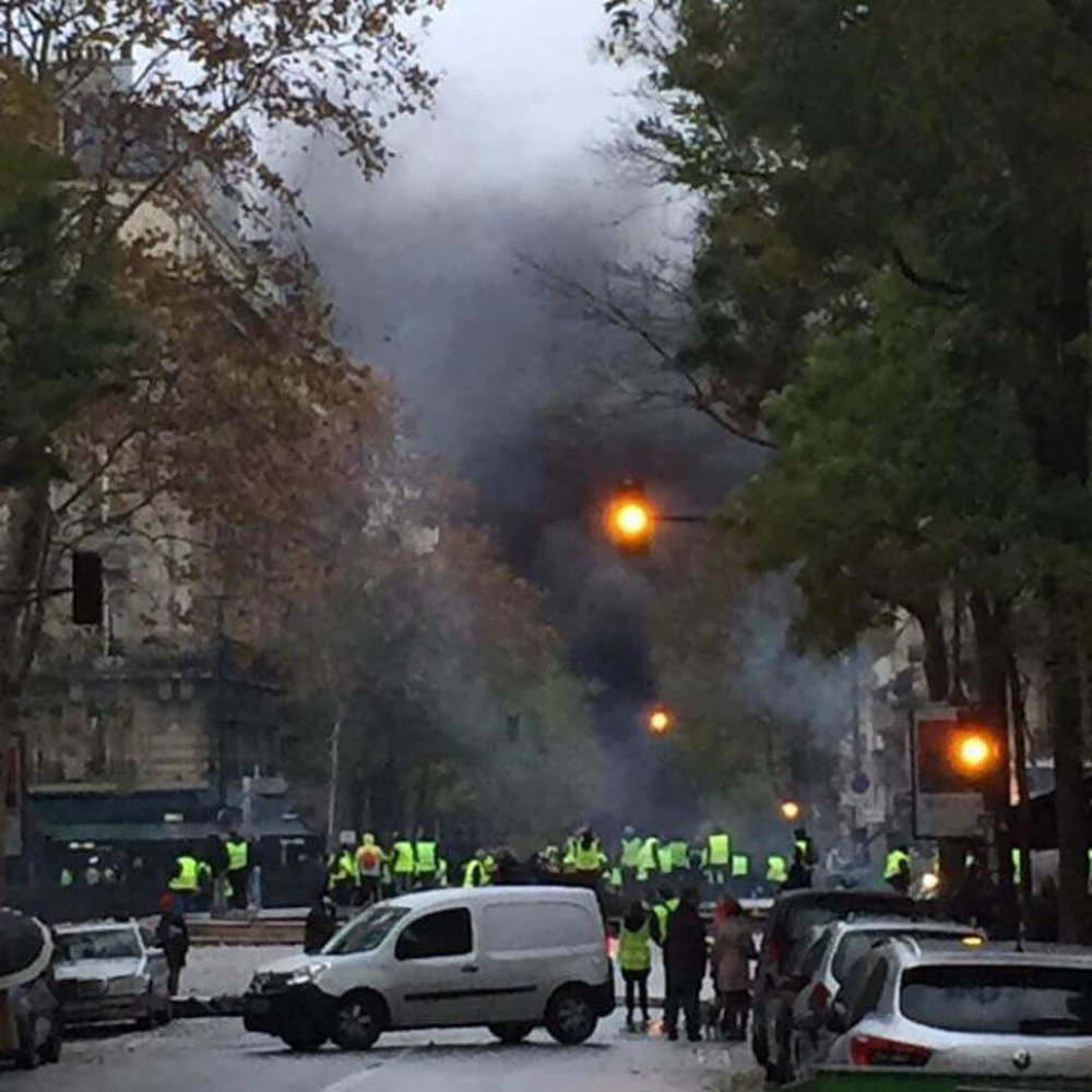 Les Gilet Jaunes in action (photo cred Chris)
