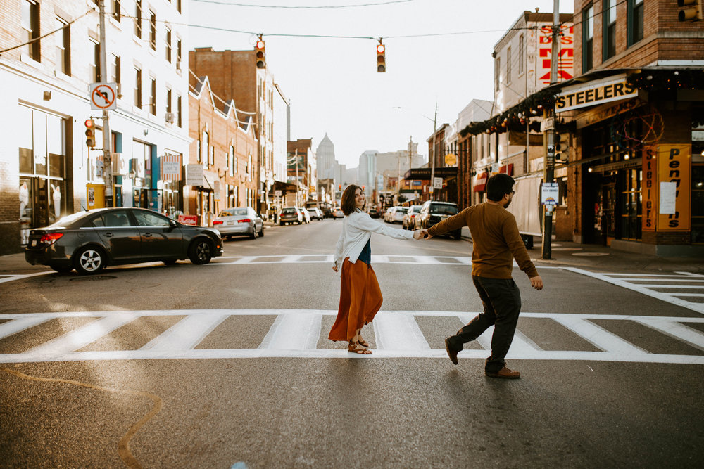 Lindsey Zern Photography_engagement session_pittsburgh engagement session_strip district engagement session-4.jpg