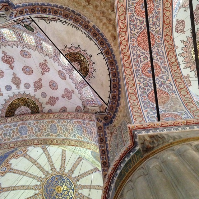 Blue mosquee un #istanbul #turkey #mosque #patterns #mosaics #ramadán  (at Sultanhamet)