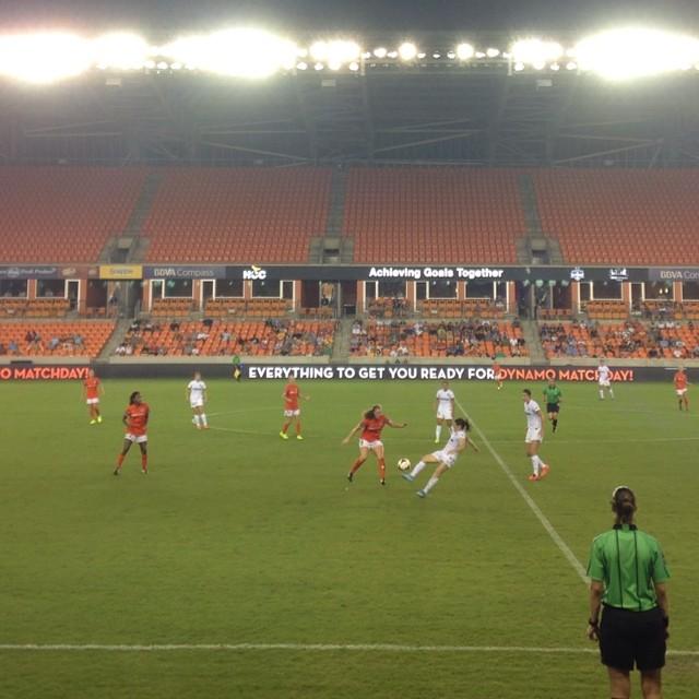 Woooo #houston #dash scores! 1-1 (spirit vs dash) and now it rains. (at BBVA Compass Stadium)