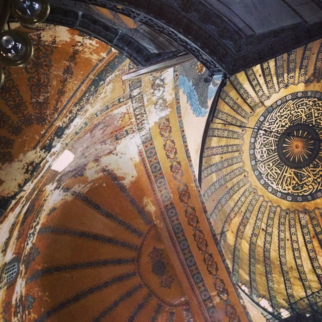 Hagia Sophia just a nano are of it's gigantic ceiling #istanbul #turkey #coneseeturkey #breathtaking #patterns in love!  (at Ayasofya&Sultanahmet)