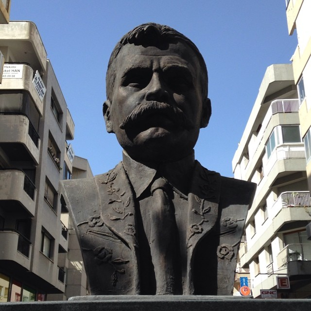 Emiliano Zapata en Turquía! Found the bust on #Mexico street in #Izmir #turkey (a Mexican in Mexico street!) #Awesome #lucky  (at Alsancak)