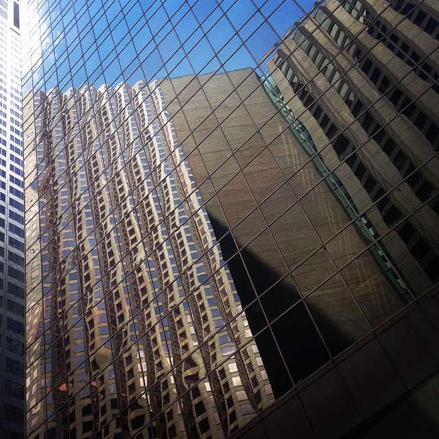 Gorgeous #geometric lines on these #Houston #downtown #skyscrapers. Look at that perfect #reflection  (at Enterprise Plaza)