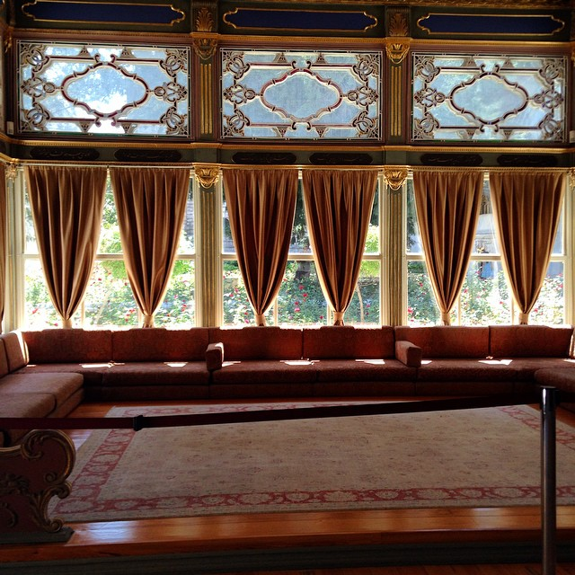 Dreaming of this summer room #istanbul #turkey #dolmabahce #dolmabahcepalace #tbt must be hard living like a sultan #comeseeturkey