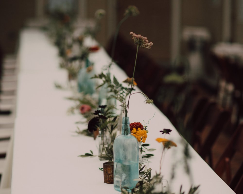 Tablescape, olive, queen anne's lace