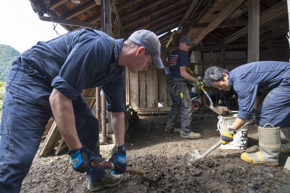 Volunteers from the 374th Civil Engineer Squadron clear mudflow from a house at Kanuma City, Tochigi Prefecture, Japan, Sept. 15, 2015. Sixty Airmen and civilians from the 374th CES volunteered to help at sites in the Kasono area in support of floods and landslides caused by the heavy rainfall associated with the post-tropical remnant of Tropical Storm Etau, which stalled over eastern Japan, dumping up to 17 inches of rain in 24 hours, from Sept. 10 to Sept. 11. (U.S. Air Force photo by Osakabe Yasuo/Released)