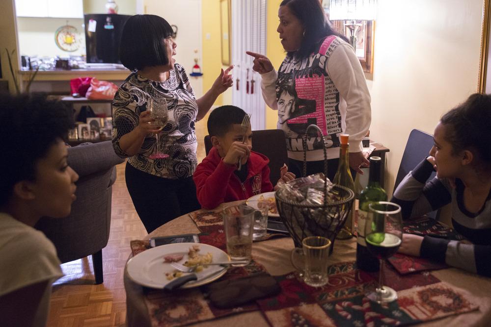 Gathered at their dying grandmother's apartment, the family celebrates what may be their last Christmas together. Drinking wine and exchanging gifts, they eat ham, mac and cheese, Spanish rice, and their favorite New York City pastries.