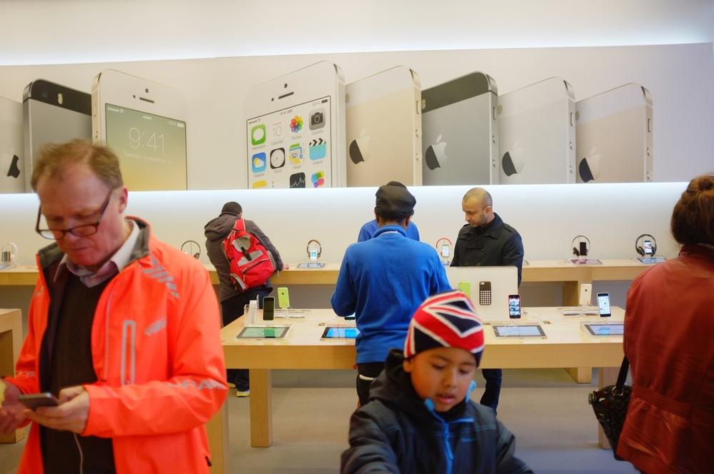Apple Store - 2.jpg
