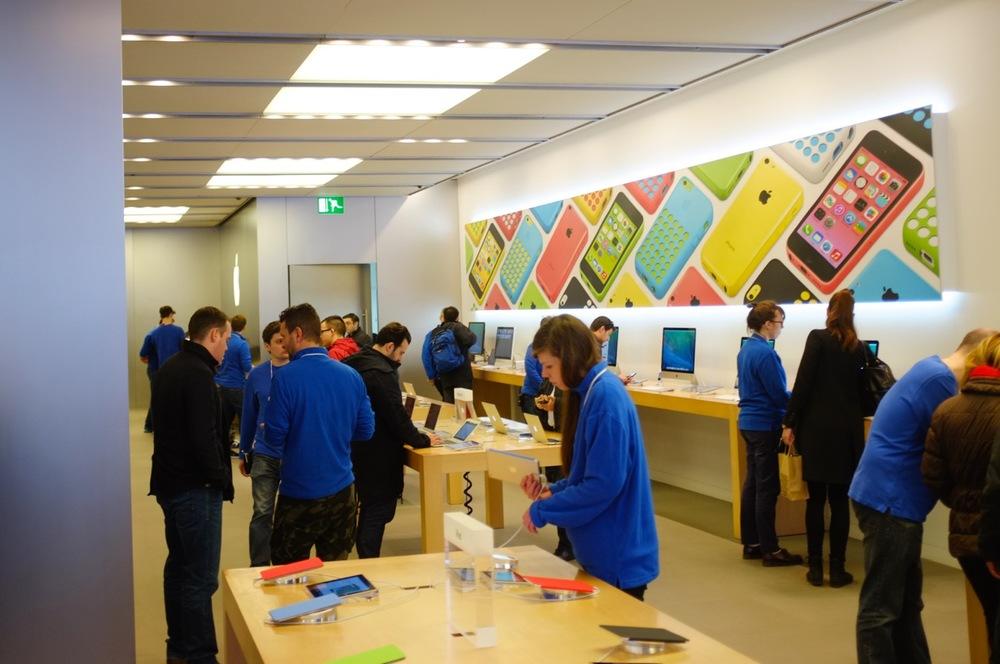 Apple Store - 3.jpg