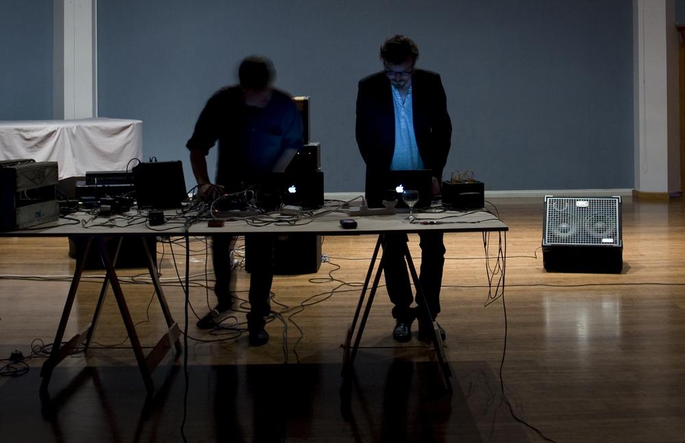 1000 Live Performance 2010