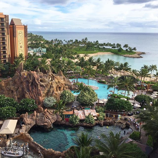 Staycationing @disneyaulani // You don't need kids to act like one 😝 spa treatments, snorkeling, lazy rivering and lagoon lounging til my heart's content ✌🏼️💁🏼💦 #aulani