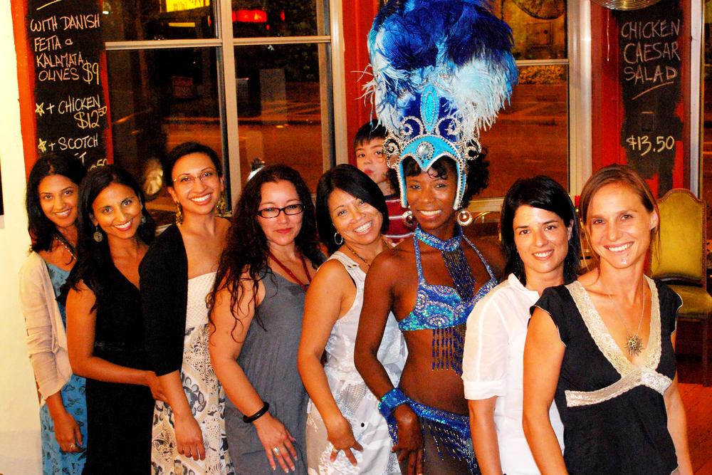 Opening Night,      Las Chicas