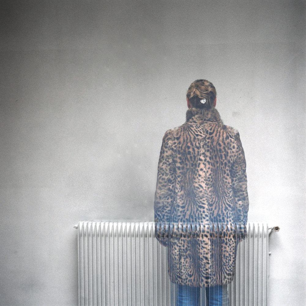 000013 chica abrigo  radiador.jpg