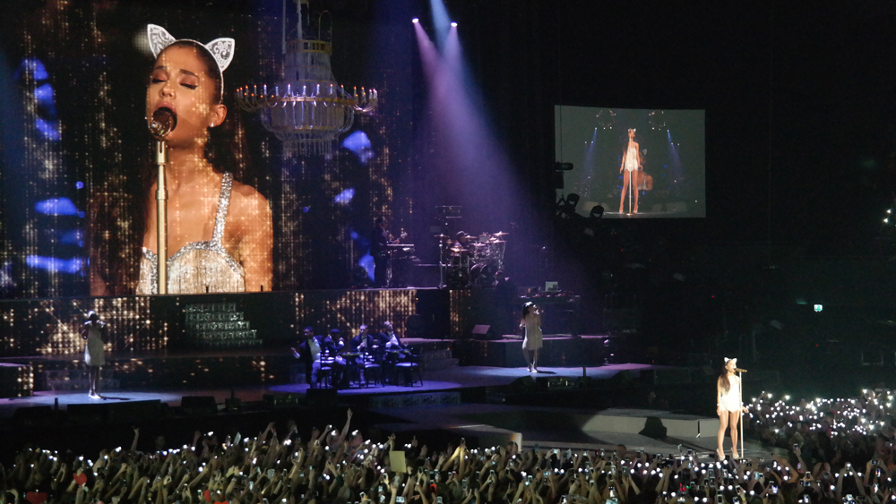 Ariana-Grande-Amsterdam-Ziggo-Dome-cat-ears-The-Wong-Janice.jpg