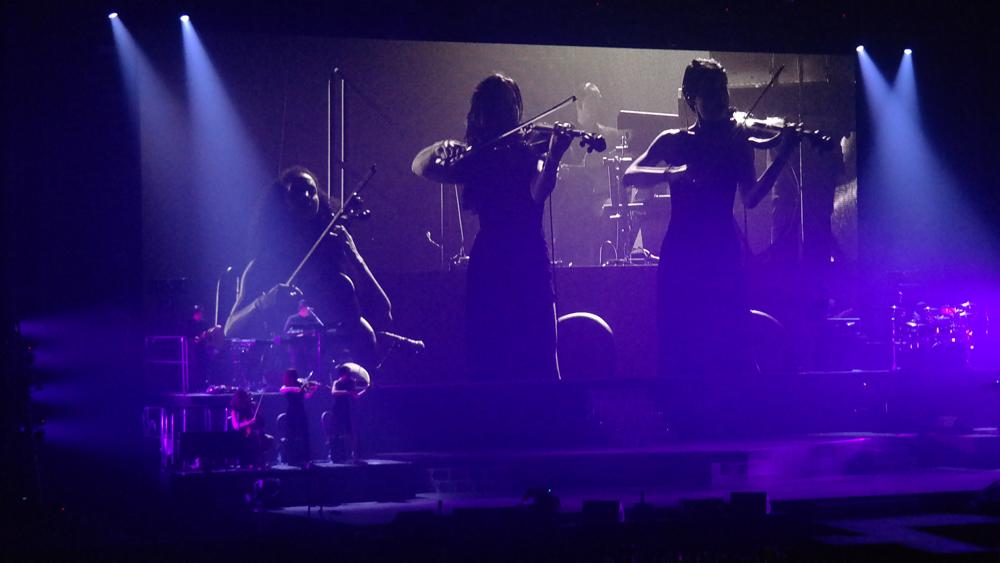 Ariana-Grande-Amsterdam-Ziggo-Dome-Chrysanthe-Tan-Kiara-Ana-Perico-The-Wong-Janice.jpg
