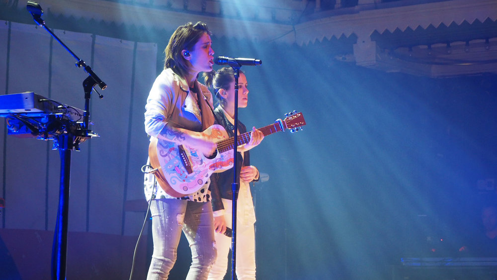 Tegan-and-Sara-Paradiso-guitar-Amsterdam-The-Wong-Janice.jpg