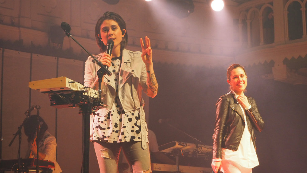 Tegan-and-Sara-Paradiso-talking-break-ups-Amsterdam-The-Wong-Janice.jpg