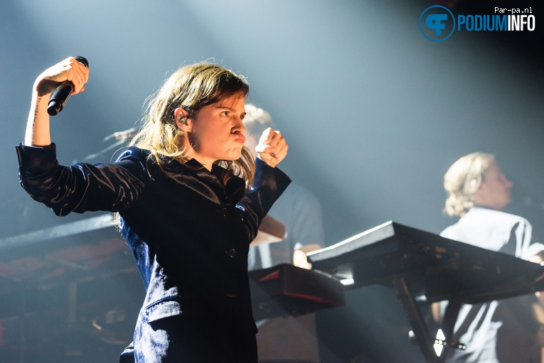 Christine-and-The-Queens-Melkweg-podiuminfo2.jpg