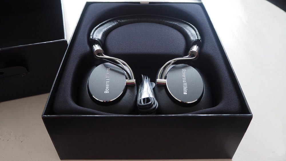bowers-wilkins-P5-SERIES-2-ON-EAR-HEADPHONES-inside-box-The-Wong-Janice.jpg