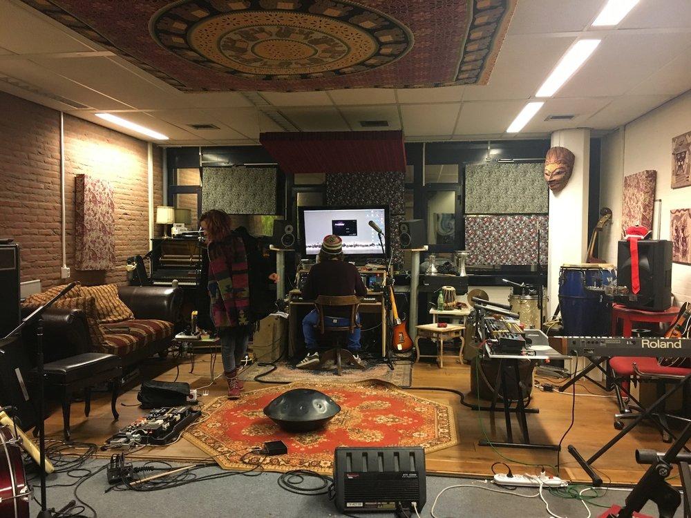 Godan-handpan-Jesse-Smits-Marcel-di-rect-studio-Den-Haag-The-Netherlands-The-Wong-Janice.jpg