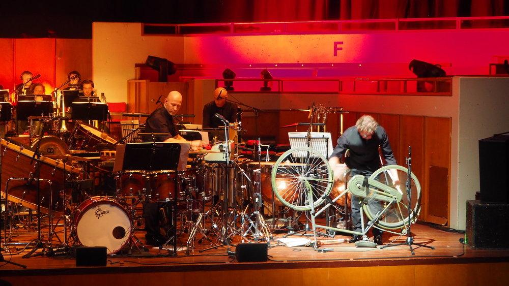 Metropole-Orkest-Henrik-Schwarz-TivoliVredenburg-Utrecht-The-Wong-Janice-music-producer-cellist-Amsterdam-bike-percussionist.JPG