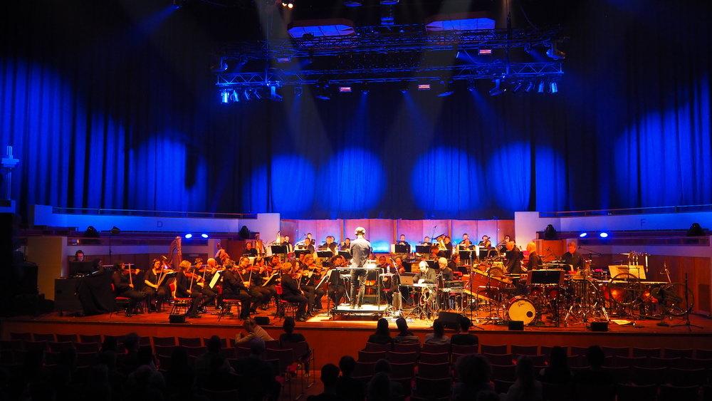 Metropole-Orkest-Henrik-Schwarz-TivoliVredenburg-Utrecht-The-Wong-Janice-music-producer-cellist-Amsterdam-full.JPG