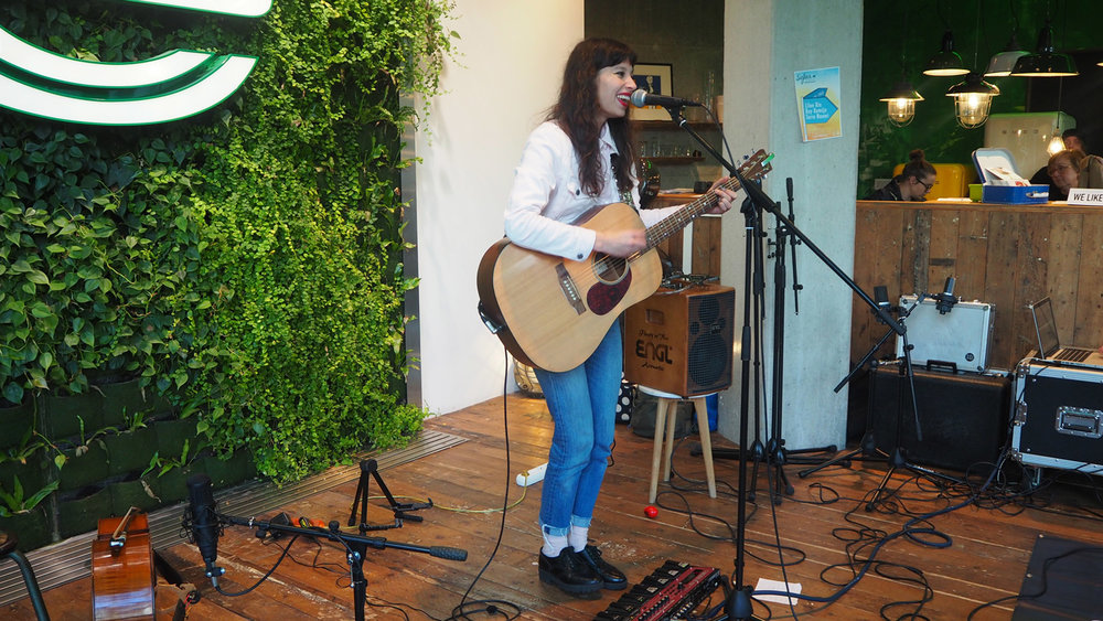 Sofar-sounds-Amsterdam-Liloe-Rix-loop-The-Wong-Janice.jpg