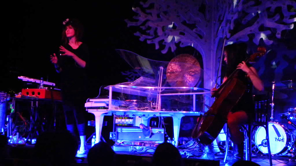 Live-to-Linda-Imogen-Heap-2-The-Wong-Janice-cellist.jpg