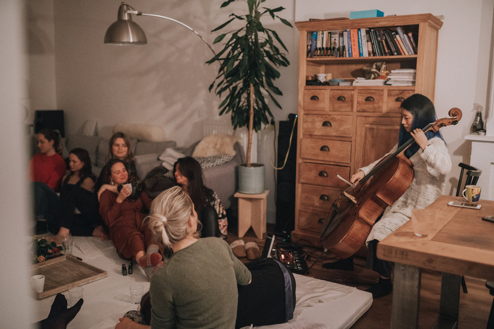 women's-circle-cacao-essential-oils-ceremony-live-cello-meditation-photo-by-Birgit-Loit-Isadora-Caporali-The-Wong-Janice-cellist-Amsteram.jpg